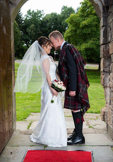 ian-scrimgeour-photography-scottish-dundee-fife-perth-wedding-photographer-bride-groom-kiss