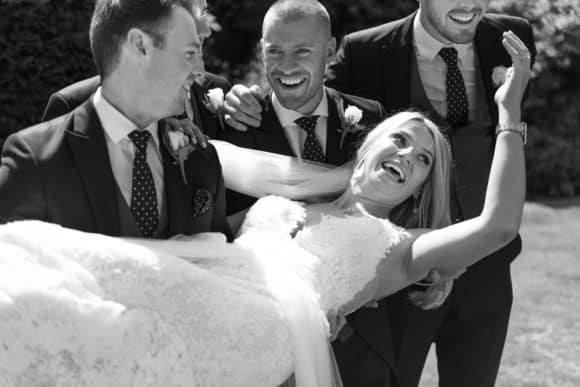 isaac-craig-photography-scottish-glasgow-wedding-photographer-bride-lift