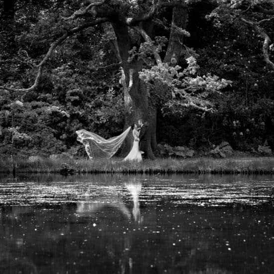 1500-photography-scottish-glasgow-wedding-photographer-bride-groom-veil-loch