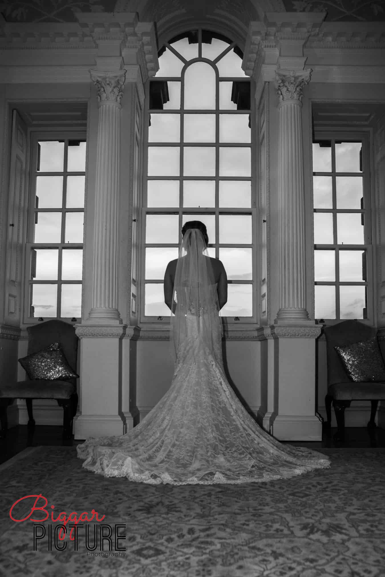 biggar-picture-scottish-central-scotland-wedding-photographer-bride-dress