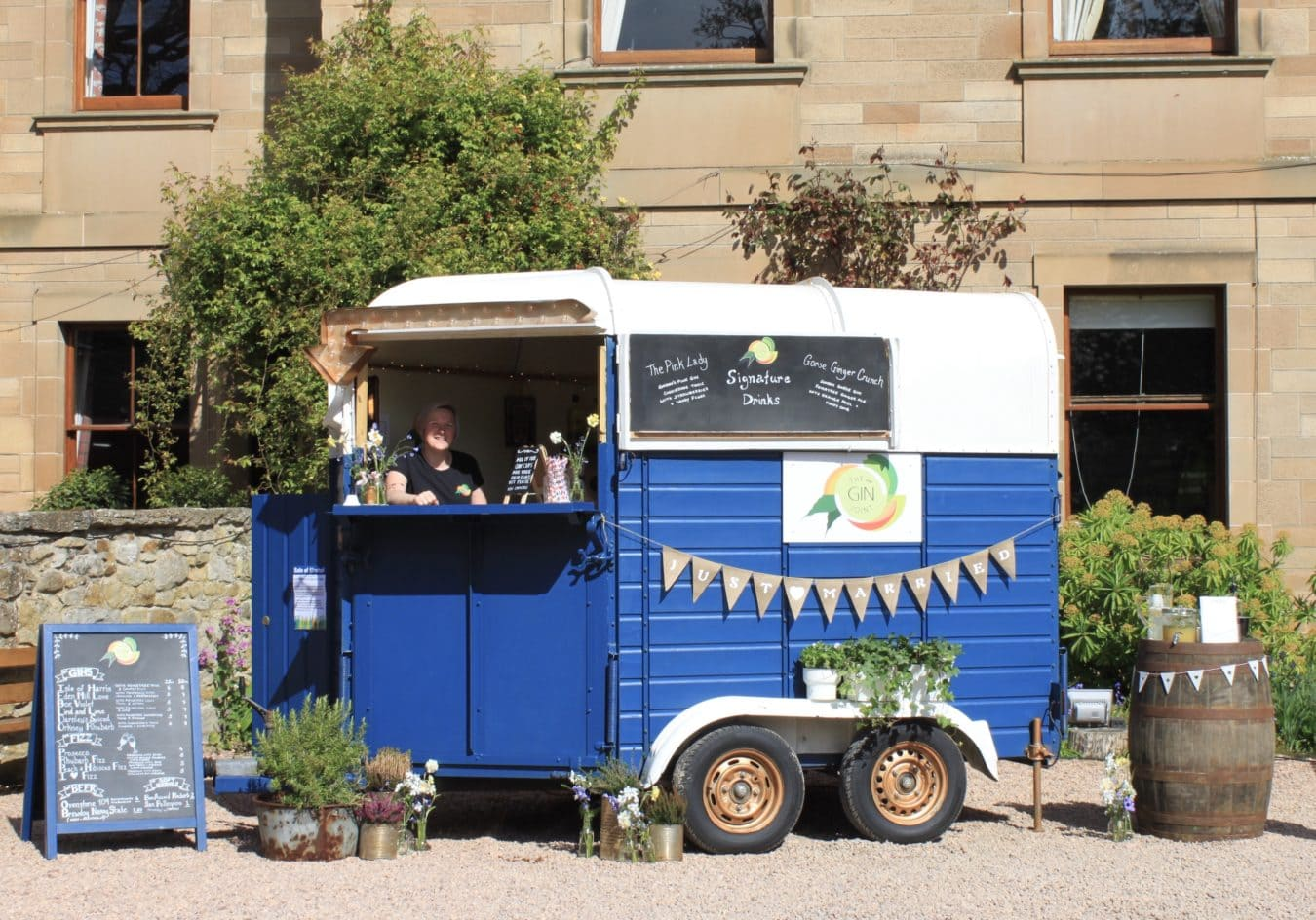 the-wee-gin-joint-scottish-wedding-mobile-bar-hire-catering-entertainment