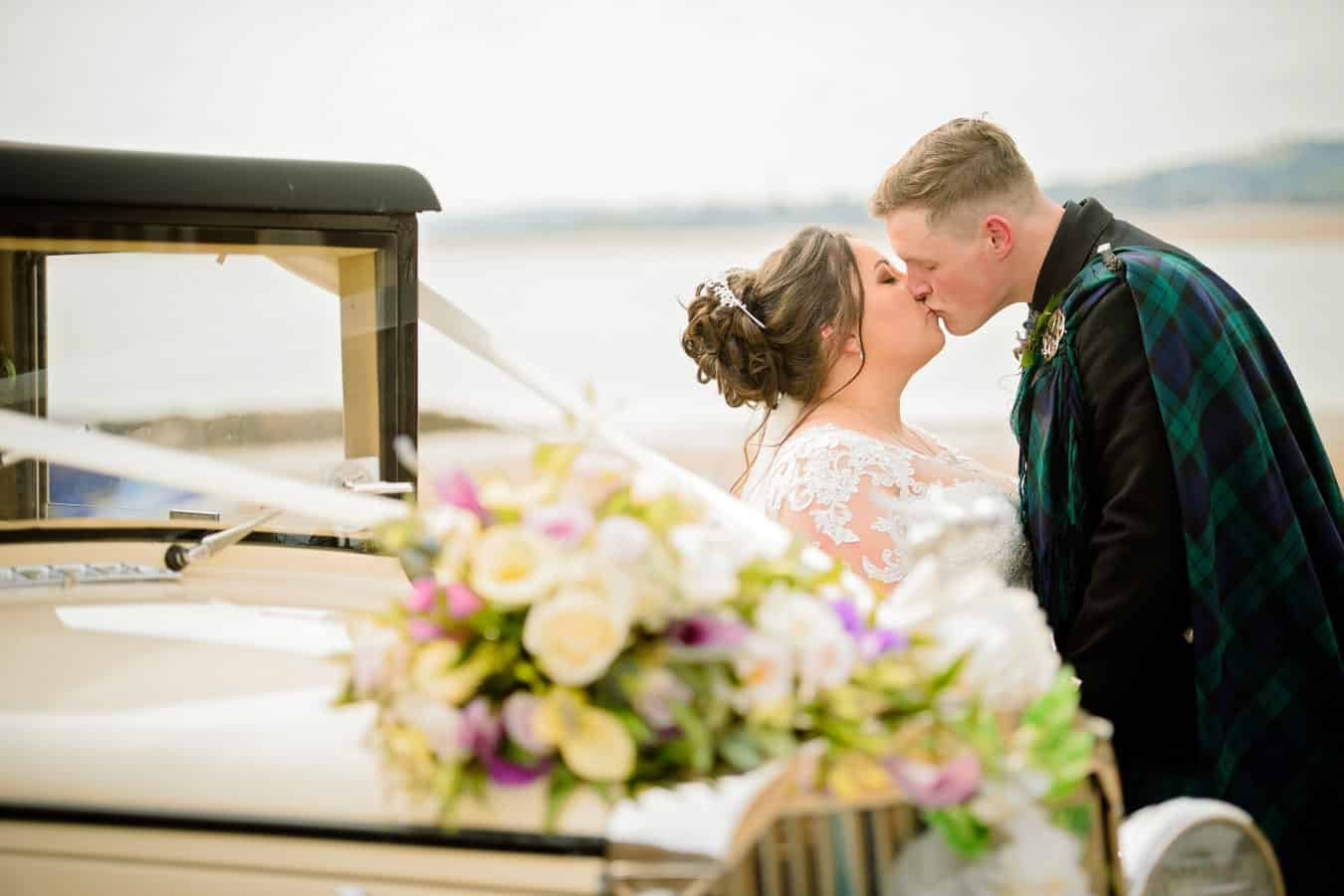 daryl beveridge photography-fife-wedding-photographer-venue-supplier-directory-bride-groom-kiss