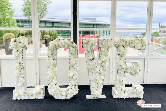 LettaFlora-Scottish-wedding-decor-giant-letter-love-top-table