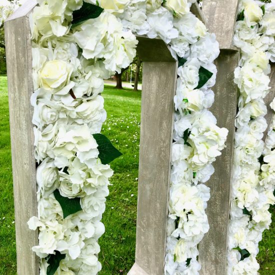 LettaFlora-Scottish-wedding-decor-giant-letter-love-hire-outdoor