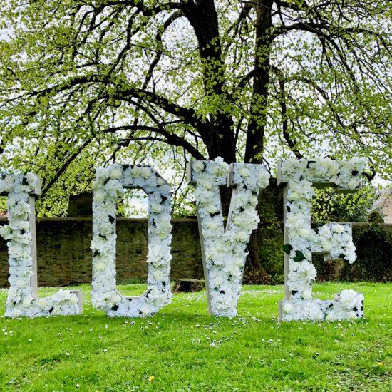 LettaFlora-Scottish-wedding-decor-giant-letter-love
