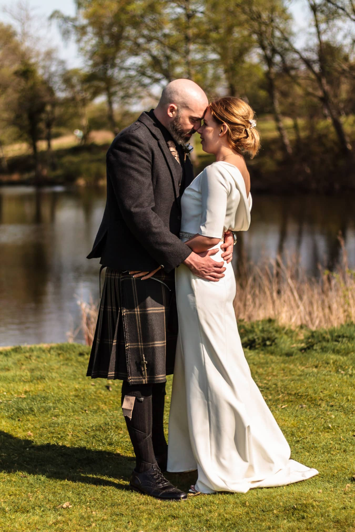 chronicle-pix-scottish-wedding-photography-loch-groom-bride