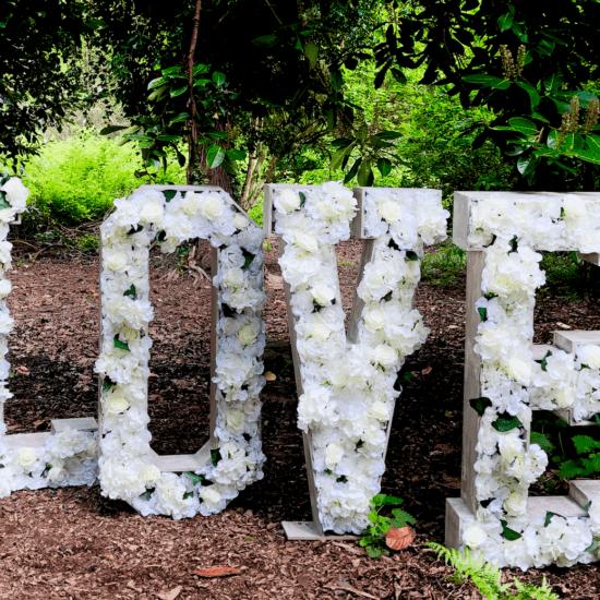 LettaFlora-Scottish-wedding-decor-giant-floral-letter-love-hire