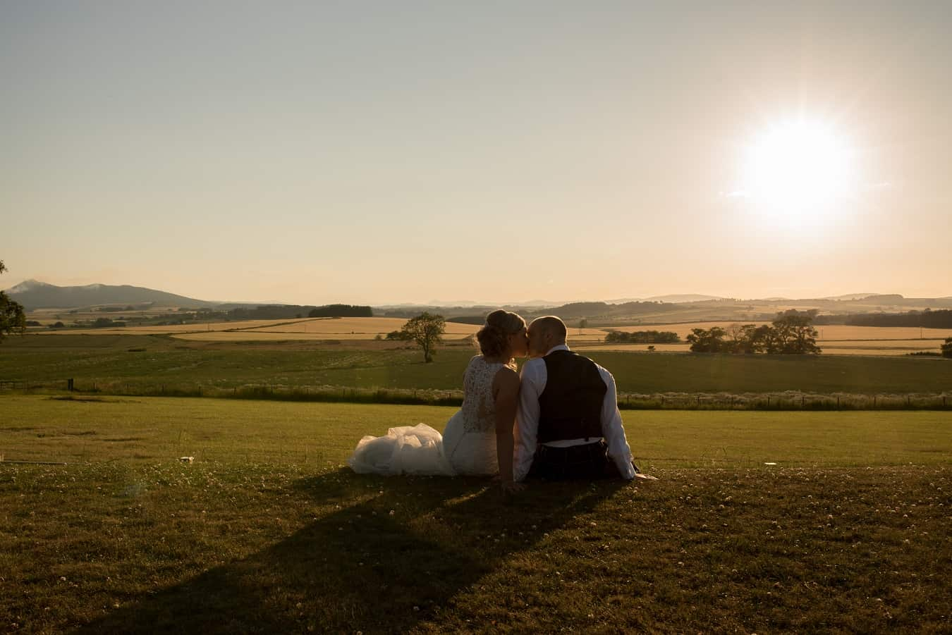 andyandlou-sunset-sandi-richie-scottish-aberdeen-wedding-photographer-venue-supplier-directory-countryside