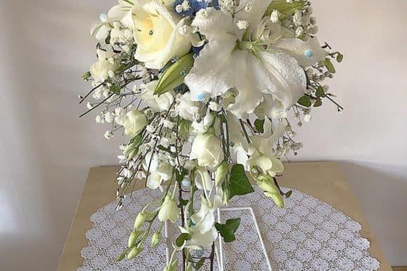 rose-above-floral-design-scottish-edinburgh-livingston-florist-cascading-bridal-bouquet