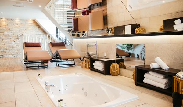 honeymoon-suite-jacuzzi-bath-torrance-hotel-glasgow-scottish-wedding-venues