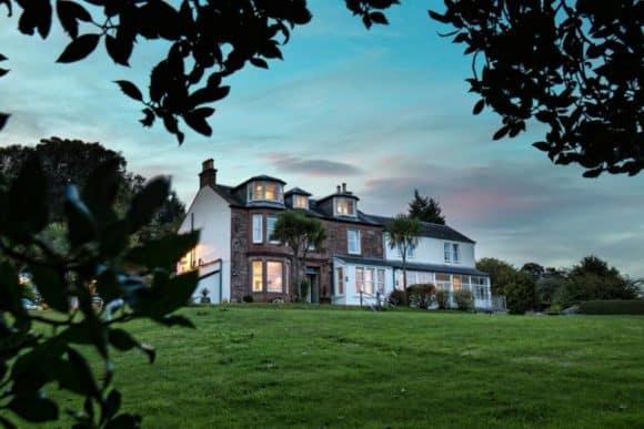 the-arran-lodge-scottish-isle-of-arran-wedding-venue-garden-outdoor-ceremony